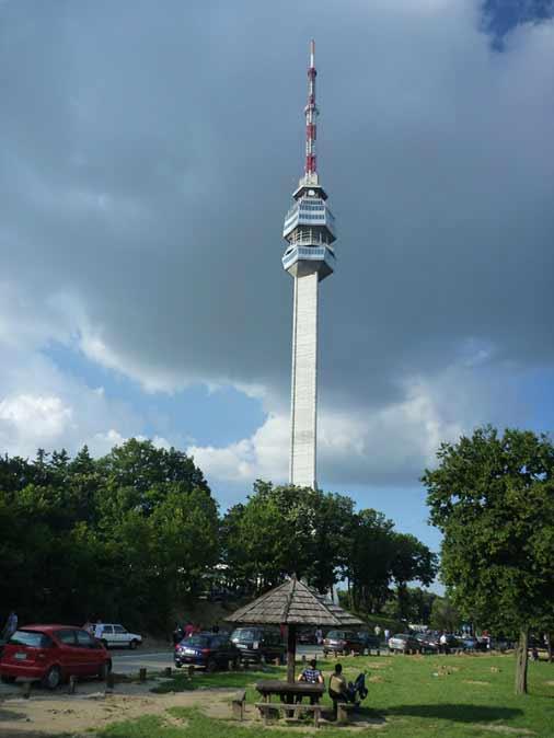 sivo nebo nad avalskim tornjem