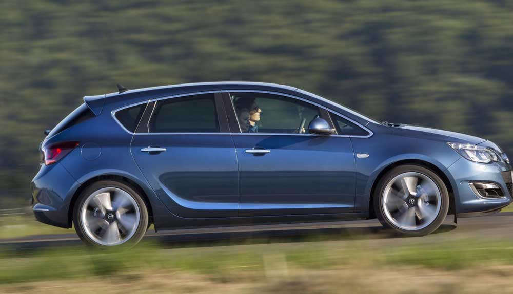 Opel Astra Hatchback Rent A Car Beograd