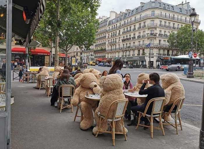 pariz kafici socijalna distanca