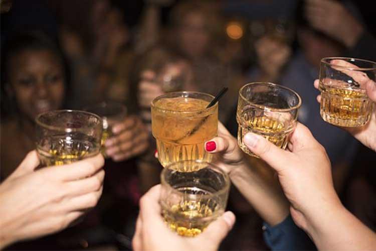 Kako podneti alkohol u vreme praznika?