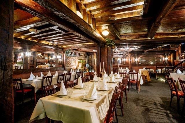 Starogradski Doček Nove Godine u Restoranu Dva Jelena