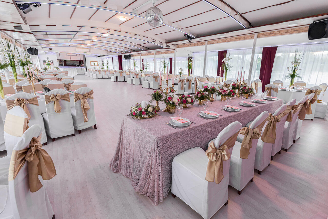 Spektakularna zabava na Brod Restoranu Flamingo