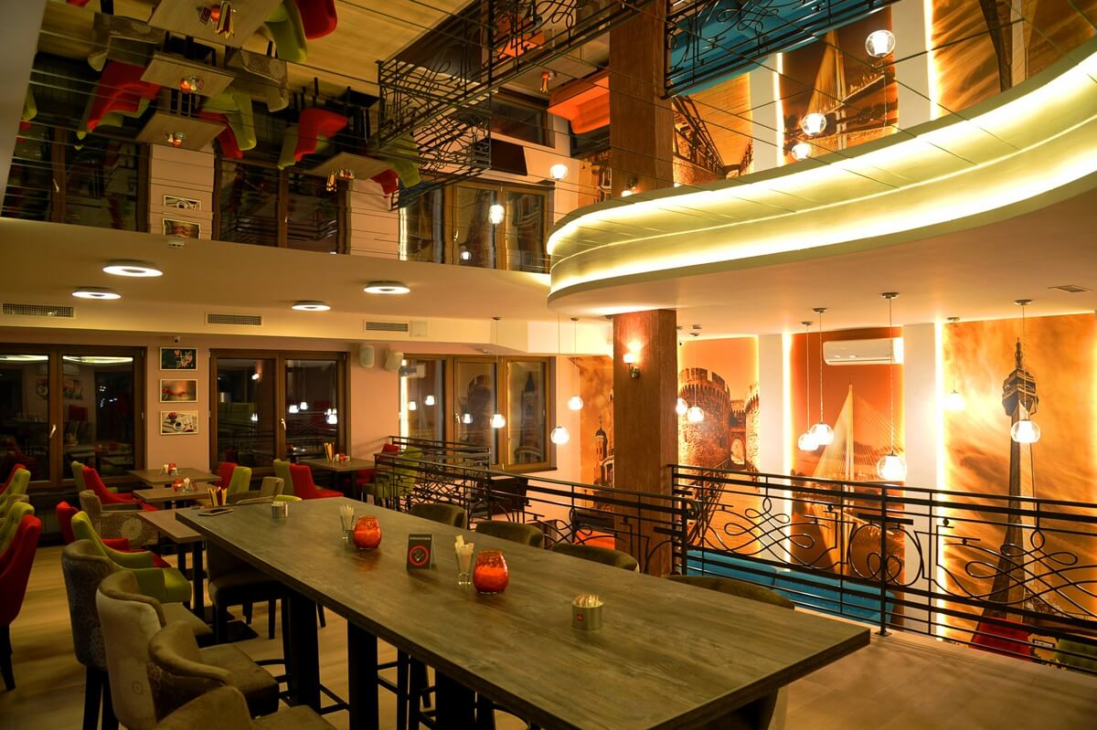 Moderno uređeni Restoran Galaxy