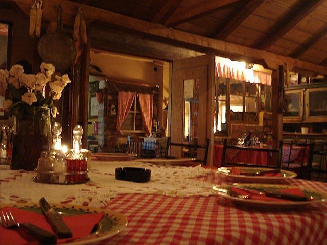 Domaća kuhinja u Kafani Restoranu Pahuljica