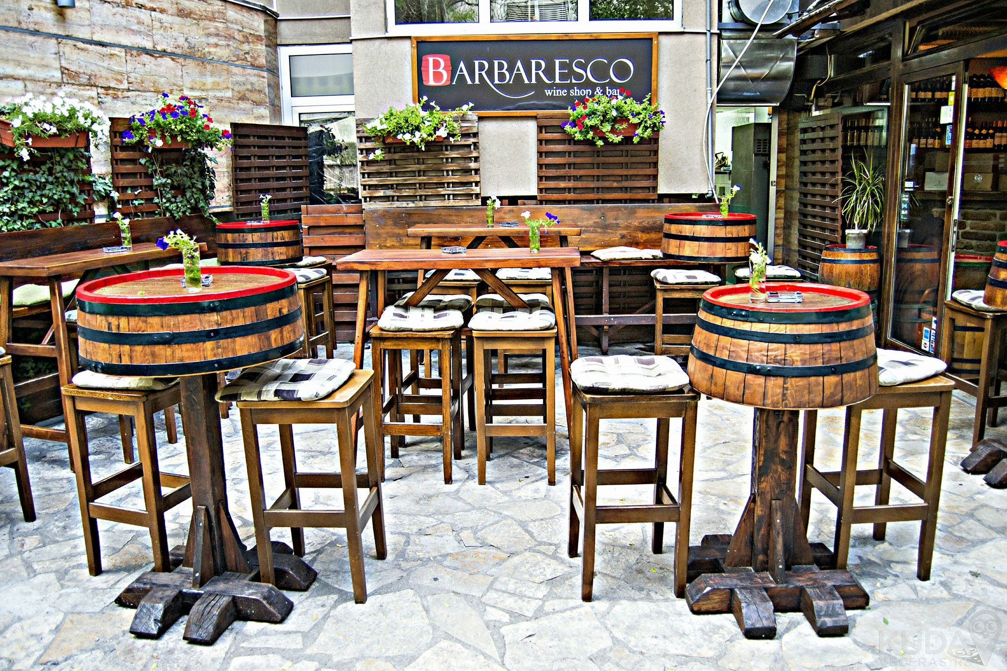 Veliki izbor vina u Barbaresco Wine Shop & Baru