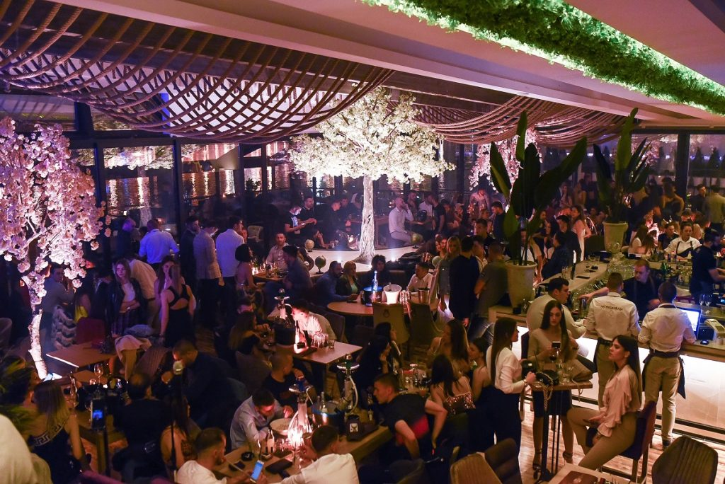 Najluđe letnje žurke uz živu muziku na Splavu Konzulat Waterfront