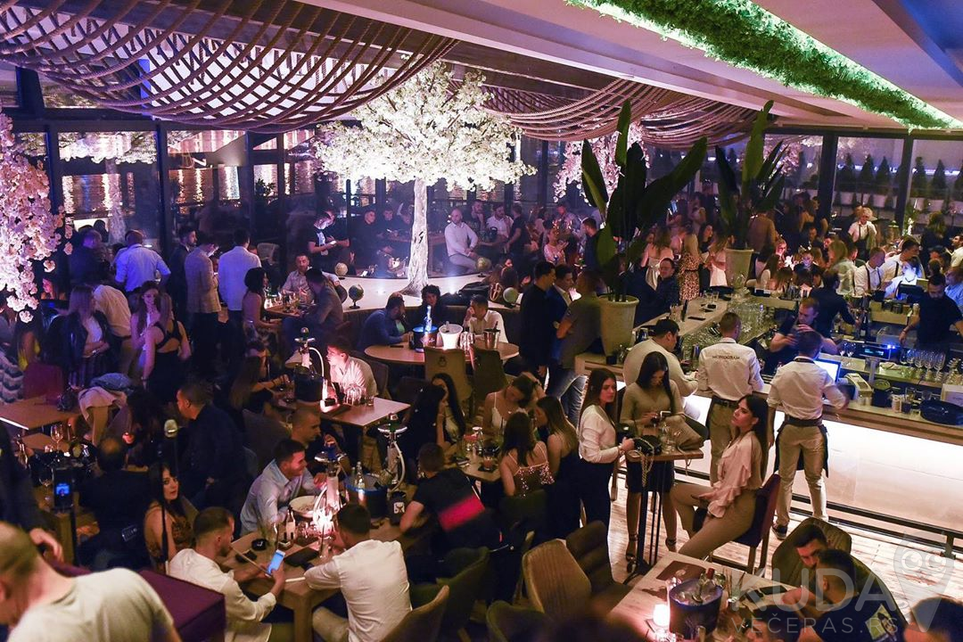Budite deo sjajnih žurki na splavu Konzulat Waterfront