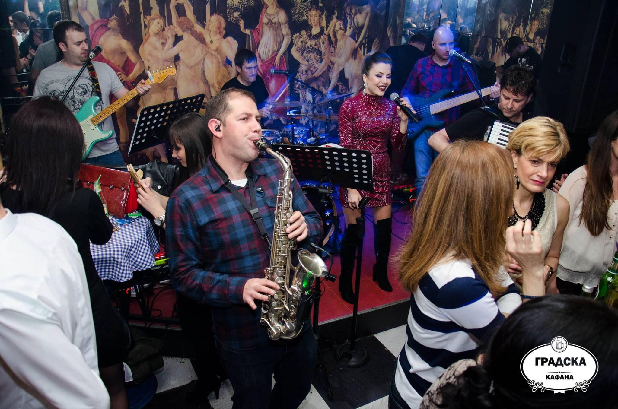 Uživajte u gostovanjima najpopularnijih pevača i bendova u Gradskoj Kafani