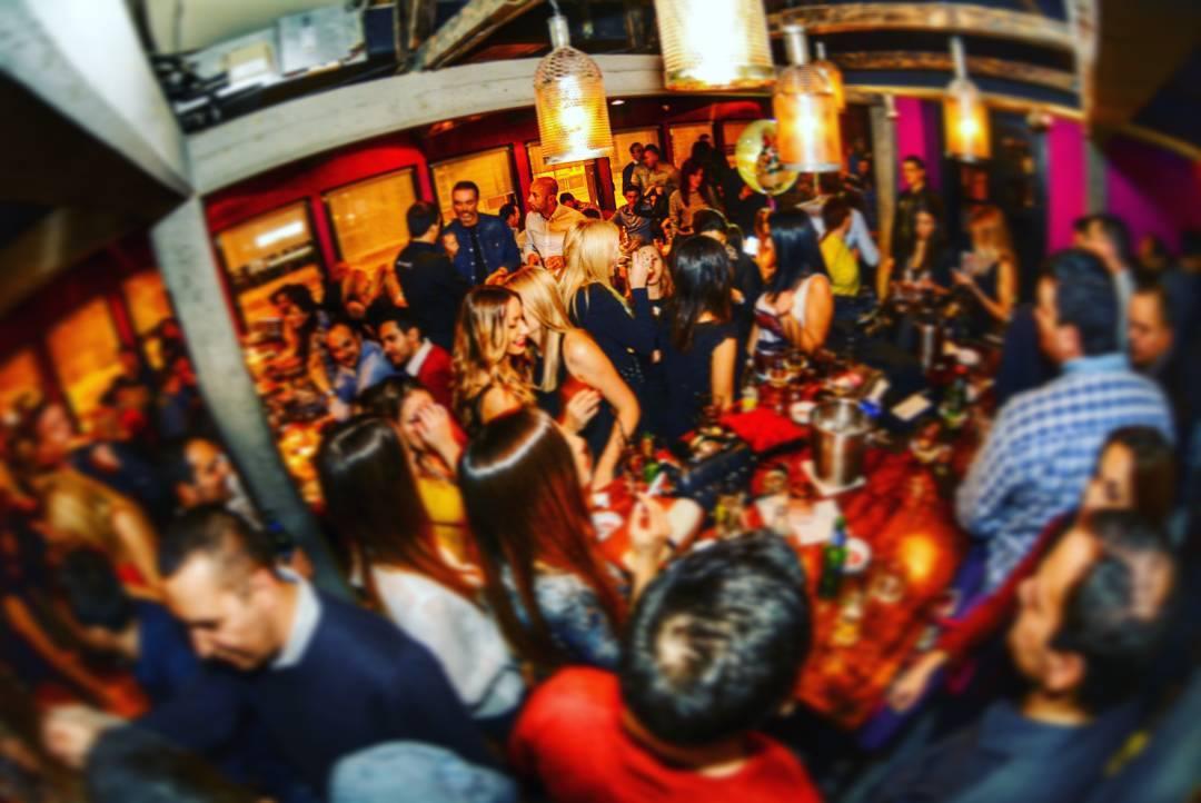 Sjajna večernja zabava u Baraka bar-u