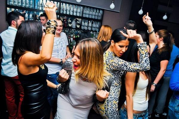 Izvanredni kokteli i muzički program u Klub baru Santo Domingo