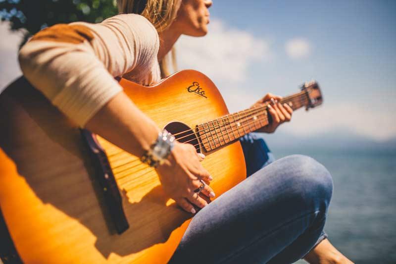 Koliko kosta akusticna gitara