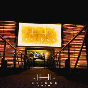 Sjajne letnje žurke na Splavu Bridge