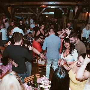 Boemske zabave na Splavu Bajka