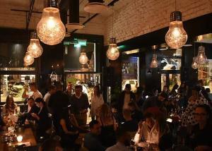 Četvrtak u Konzulat baru koji se ne propušta