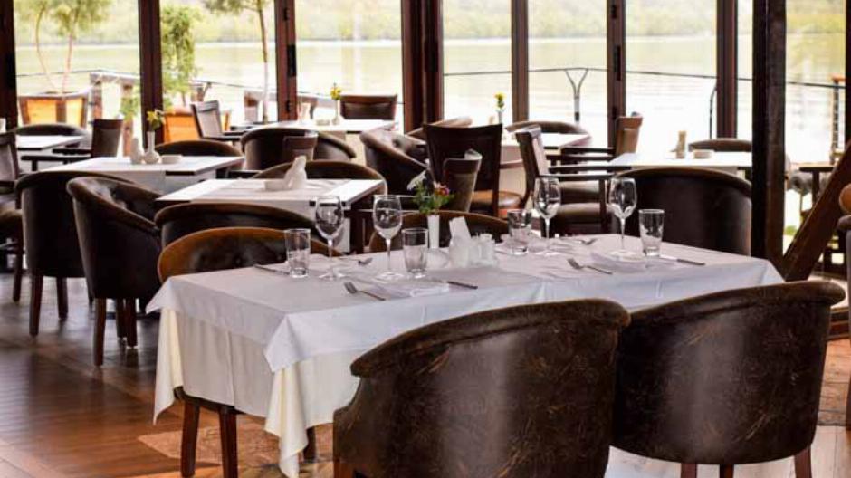 restoran splav hotel bahus inn nova godina